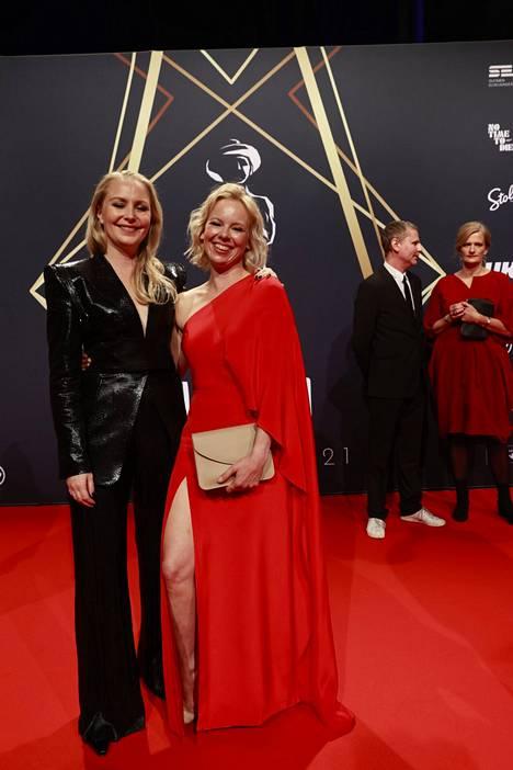 Alma Pöysti (oik.) on niin ikään ehdolla parhaan naispääosan palkinnon saajaksi roolistaan elokuvassa Tove.