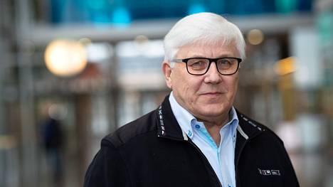 Toimittaja Risto Uimonen yllättyi positiivisesta koronatestituloksesta, sillä hän on saanut molemmat rokotteet ja taudin oireet olivat hyvin lieviä.