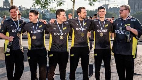 Na'Vi voitti heinäkuussa pelatun IEM Colognen näytöstyyliin. Joukkue on ollut maailmanlistan kärjessä nyt kahdeksan viikkoa peräkkäin.