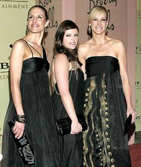 Emily Robinson, Natalie Maines ja Martie Maguire muodostavat Dixie Chicks -yhtyeen.