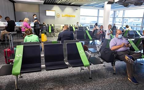 Frankfurtin lentoasemalla turvaväleistä huolehdittiin tällä tavalla.