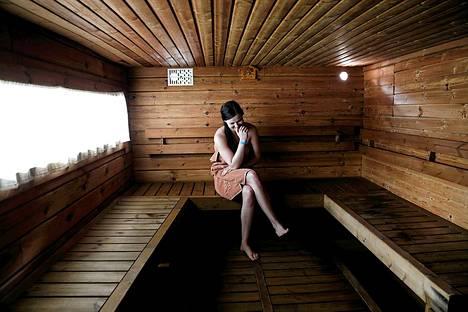 Kontulan Helmen saunan lauteille voi istahtaa heittämään kunnon löylyt vaikka joka päivä.