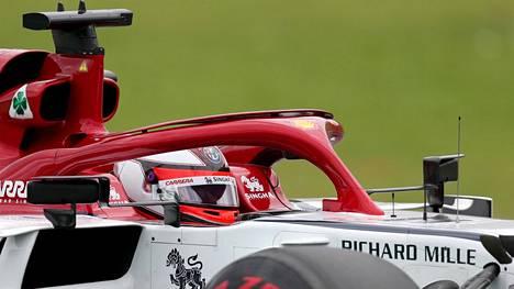 Kimi Räikkönen pääsi Alfa Romeolla lopulta hyvin lähelle palkintopallisijaa Brasiliassa.