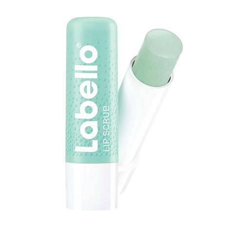 Labellon Caring Scrub Aloe Vera -huulirasvassa on mukana pienen pieniä kuorivia rakeita, jotka kuorivat heti levittämisen jälkeen huulia kevyesti, ja sulavat sitten rasvan joukkoon, 3,10 €.