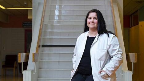 Infektiolääkäri Terhi Tapiainen tekee nykyään tutkimusta samassa sairaalassa, jossa itse syntyi.