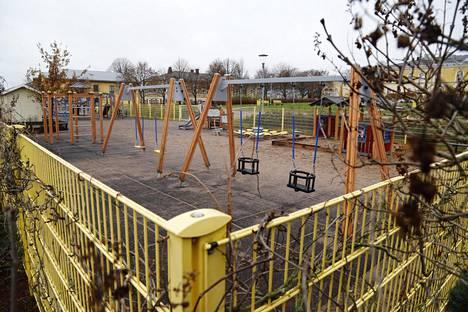 Isä oli poliisin mukaan hakenut lapsen luvatta kotoa ja vienyt leikkipuistoon, missä oli alkanut pahoinpidellä lasta.