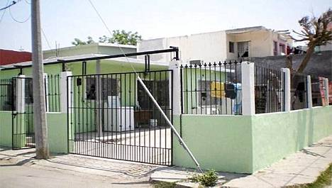 Meksikon poliisi vapautti tästä rakennuksesta reyonasin kaupungissa viikonvaihteessa 51 kaapattua ihmistä.