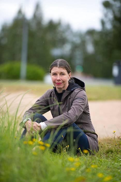 Esikoiskirjaansa kirjoittaessa Vuori tarjosi kustantamoille useita tietokirja-aiheita. Yksi hyväksytyistä oli suomalaisesta köyhyydestä kertova viime vuoden Botnia-kirjallisuuspalkintoehdokas, Lottovoittajien pöydässä.