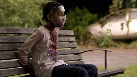 Sennia Nanua tuo tartunnan saaneen pikkutytön rooliin petomaista viattomuutta.