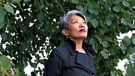 Long Litt Woon jäi leskeksi, kun hänen miehensä sai sairaskohtauksen kesken työpäivän ja kuoli heti.