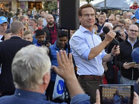 Maltillista kokoomusta johtaa Ulf Kristersson. Tuoreimpien mielipidemittausten mukaan kokoomus on kuitenkin jäämässä kolmanneksi suurimmaksi puolueeksi sosiaalidemokraattien ja ruotsidemokraattien jälkeen.