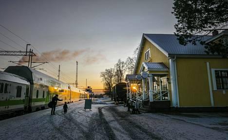 Kemin kaupungin näkymät ovat huonot. Valon pilkahdusta tilanteeseen tuo Metsä Fibren tehdashanke. Kuvassa Kemin rautatieasema.