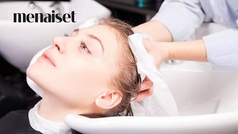 Kuivaustekniikalla on suuri merkitys hiusten kunnolle ja hiusvärin pysymiselle. Kuvituskuva.
