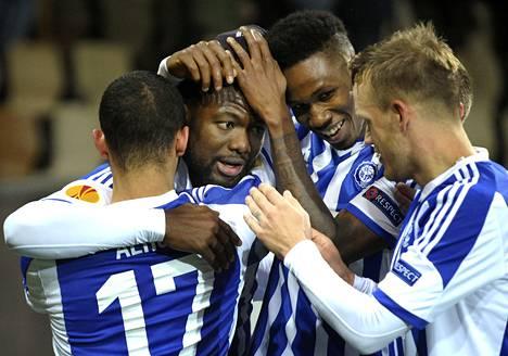 Macoumba Kandji (toinen oik.) juhli voittoa FC Kööpenhaminasta Euroopan liigan lohkovaiheessa viime marraskuussa.