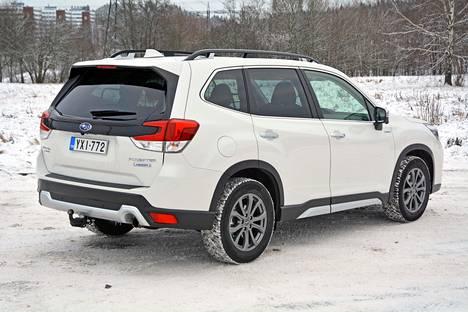 Uusi viidennen polven Subaru Forester on nyt ajan mukaisesti täyshybridi, joka on edelleenkin varustettu jatkuvalla nelivedolla.