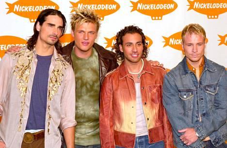 Bäkkäreitä vuonna 2001: Kevin richardson (vas.), Nick Carter, Howie Dorough ja Brian Littrell.
