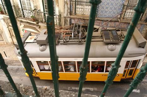 Ratikka on kätevä kulkupeli Lissabonin jyrkissä mäissä.