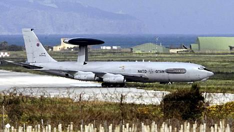Naton sotakone laskeutui Italiaan lauantaina.