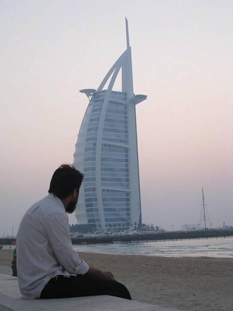 Dubai on kallein. Kuvassa seitsemän tähden Burj Al Arab -hotelli.