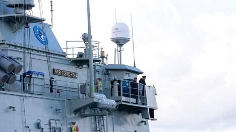 Joku tai jotkut ovat onnistuneet lähettämään kansainväliseen AIS-järjestelmään vääriä tietoja länsimaisten sotalaivojen sijainnista. Kuva Naton fregattien vierailusta Turussa viime syksynä.