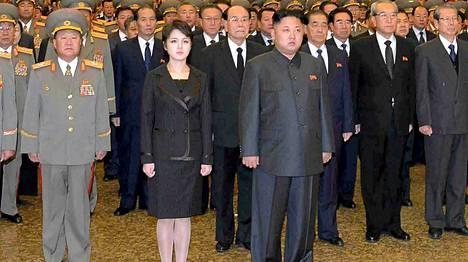 Vaimo palasi Pohjois-Korean diktaattorin Kim Jong-unin rinnalle tämän isän kuoleman kaksivuotismuistojuhlassa.