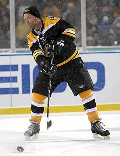 Kiefer Sutherland pelaa mielellään jääkiekkoa.