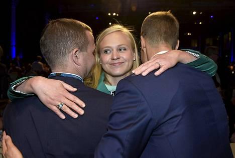 Elina Lepomäki kaulaili Orpoa ja Stubbia pudottuaan toiselta äänestyskierrokselta.