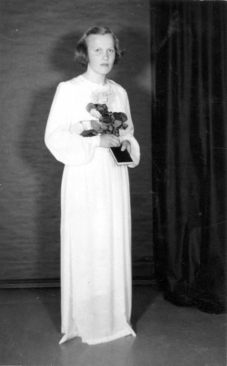 17. toukokuuta 1953 Isojoella surmattu Kyllikki Saari rippipuvussaan.