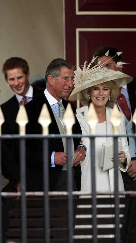Charles ja Camilla olivat yhtä hymyä, kun he viimein saivat toisensa. Kuva parin hääpäivänä 9. huhtikuuta 2005.