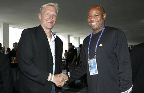 Arto Bryggare ja Mike Powell tapasivat Helsingin MM-kisoissa 2005.
