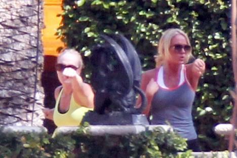 Cecilie ja Katherine Astru Fredriksen treenaamassa Floridassa vuonna 2012.