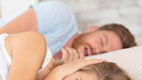 Kuorsaus on usein helposti havaittava merkki uniapneasta, mutta esimerkiksi päiväväsymys jää usein huomaamatta.