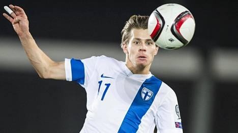 Riku Riski A-maaottelussa Romaniaa vastaan syksyllä 2014.