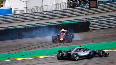 Kimi Räikkönen palkintokorokkeelle Brasiliassa – Max Verstappenilta ryöstettiin voitto käsittämättömällä tavalla