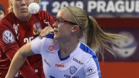 Veera Kauppi teki hattutempun, kun Suomi löi Puolan salibandyn MM-kisoissa. Arkistokuva.