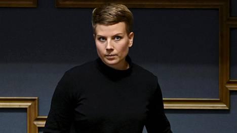 Vihreiden ryhmänjohtaja Jenni Pitko pyytää anteeksi valiokuntaneuvosta arvostellutta viestiä.