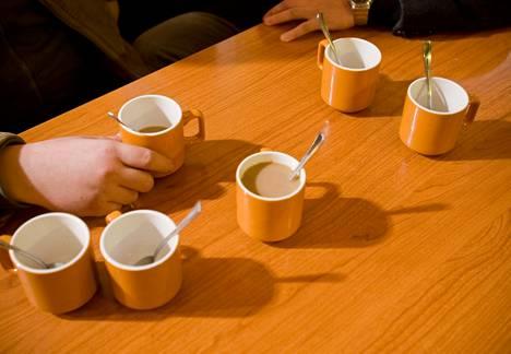 Kahvipöytä Perniön ABC:llä.