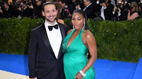Alexis Ohanian ja Serena Williams menivät kihloihin vuoden vaihteessa.