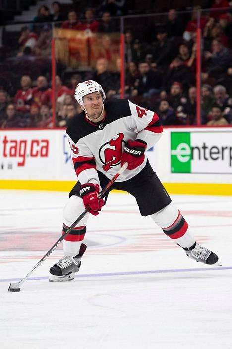 Sami Vatanen edusti New Jersey Devilsiä kolmella kaudella.