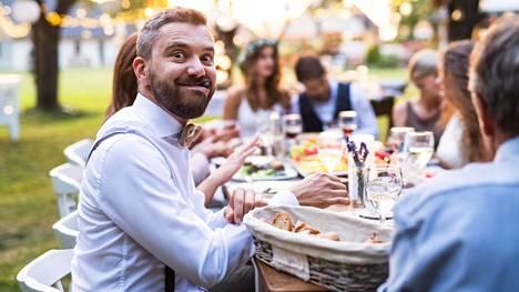 Catering-alan työntekijät listasivat viisi asiaa, jotka tulisi nyt huomioida juhlia järjestettäessä.