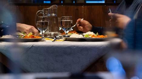 Ravintolarajoitukset höllentyvät Uudellamaalla tänään kello 18.