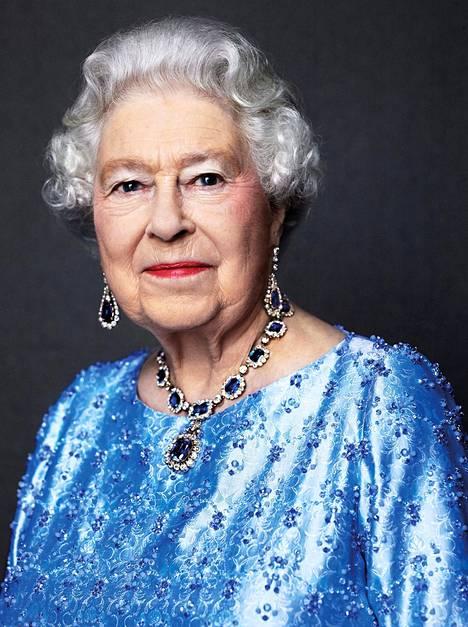 Kuningatar Elisabetista julkaistiin juhlapäivän kunniaksi tuore muotokuva.