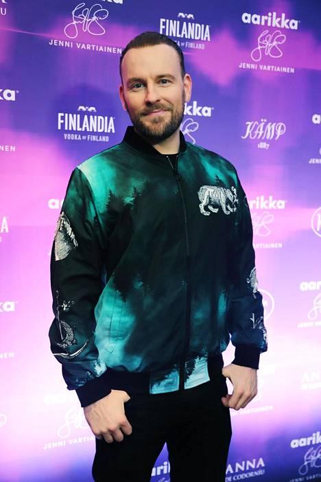 Sampo Marjomaa toimi 15 vuoden ajan Hauskat kotivideot -sarjan juontajana. Hän myös ohjasi ja käsikirjoitti ohjelmaa.