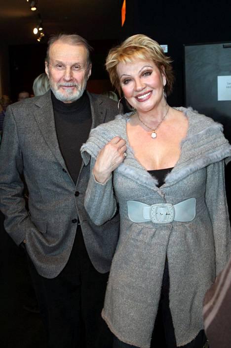 Häyrinen näyttelijä Hannele Laurin kanssa Nelosen infossa 2009.