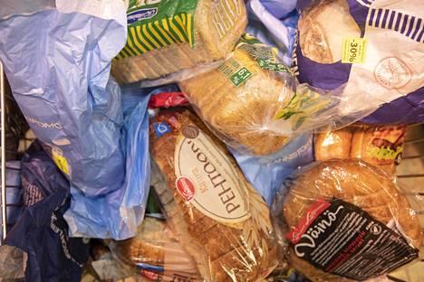 Leipä pilaantuu nopeasti. Suurta leipäpakettia voi siksi säilyttää pakkasessa.
