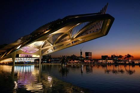 Tulevaisuuden museo on Rion sataman muutoksen symboli. Rahaa ei säästelty, kun rakennettiin sekä sisältä että ulkoa maailman näyttävimpiin kuuluvaa museota.