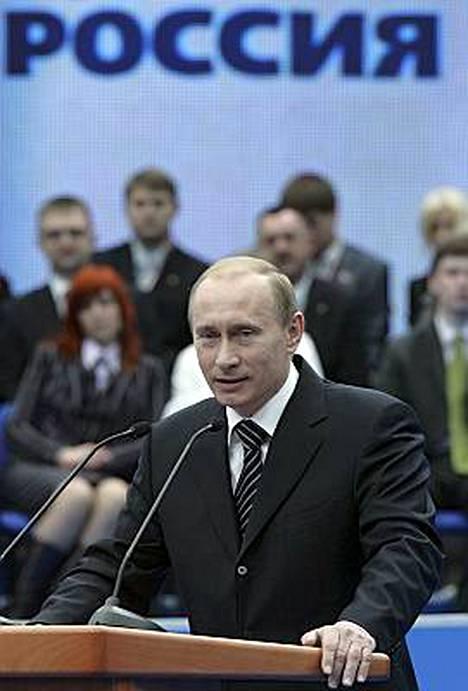 Venäjän presidentti Vladimir Putin on määrännyt hallituksensa luomaan läheisemmät suhteet Abhasiaan ja Etelä-Ossetiaan.