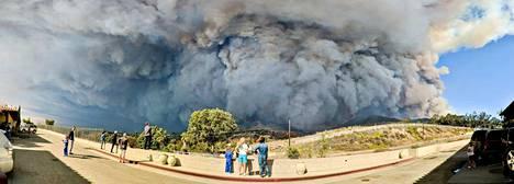 Kalifornian tulipaloissa neljännesmiljoona ihmistä on joutunut evakkoon.