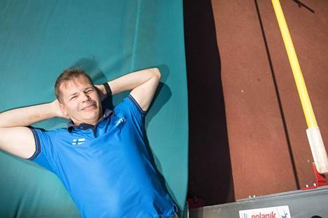 Suomen urheiluliiton valmennuspäällikkö Kari Niemi-Nikkola on kokenut arvokisakävijä. Qatarin kuumuus on hänen mukaansa poikkeuksellista.
