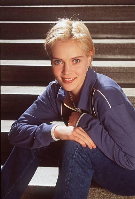 1998: Lymi kokeili pitkästä aikaa vaaleaa poikatukkaa...